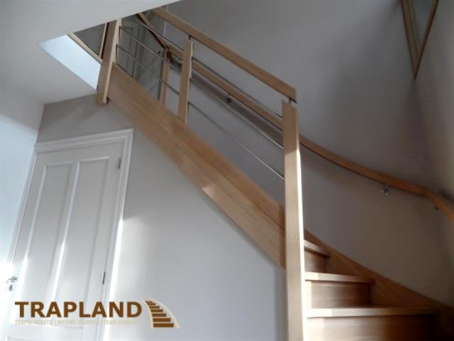 Nieuwe trap trapland traprenovatie for Houten trap plaatsen