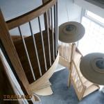 moderne eiken trap met ronde balustrade